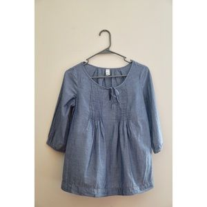 Old Navy Top! Size XS! Light Weight Jean Material!